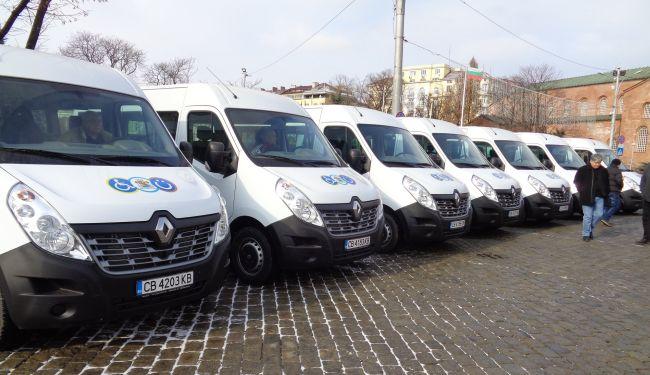 Нови ванове за превоз на трудноподвижни хора
