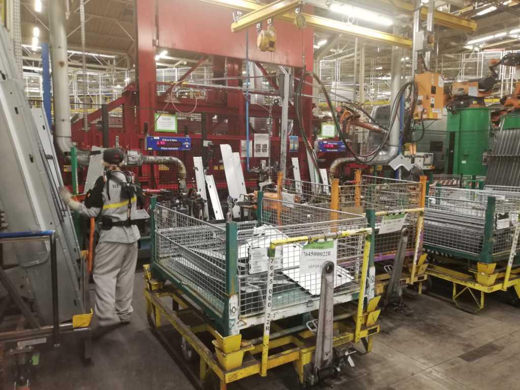 Производителите дръпнаха спирачките на заводите